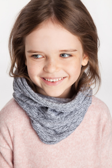 Girl's spring tube scarf