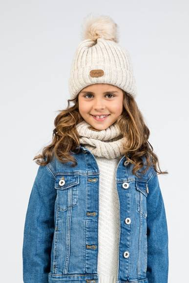 Kid's hat with pompom