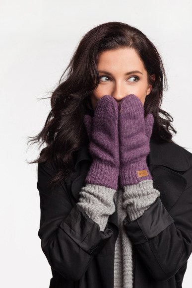 Plum womens' gloves